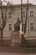 Paminklas Juozapui Montvilai Vilniuje, Trakų g. Nuotr. iš kn.: Visuotinė lietuvių enciklopedija. – Vilnius, 2004. – T. 15, p. 462.