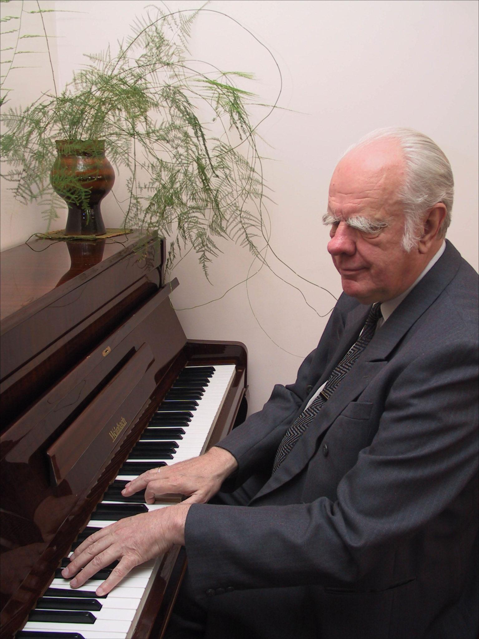 """Juozapas Kairys, nuotrauka iš žurnalo """"Muzikos barai"""", 2008 Nr. 9, p 18."""